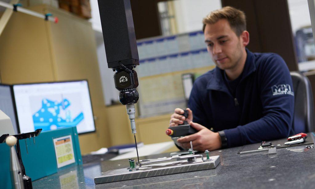 Qualitaetspruefung-Messmaschine_Mieruch-und-Hofmann-GmbH
